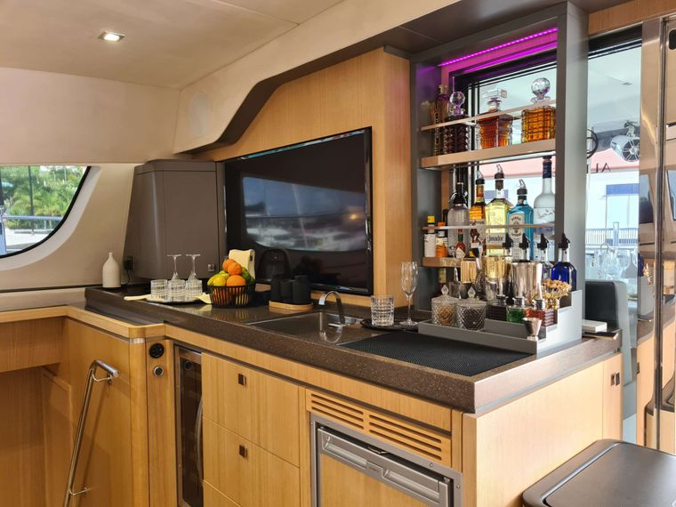 ALLURE 64 Yacht Charter - Bar
