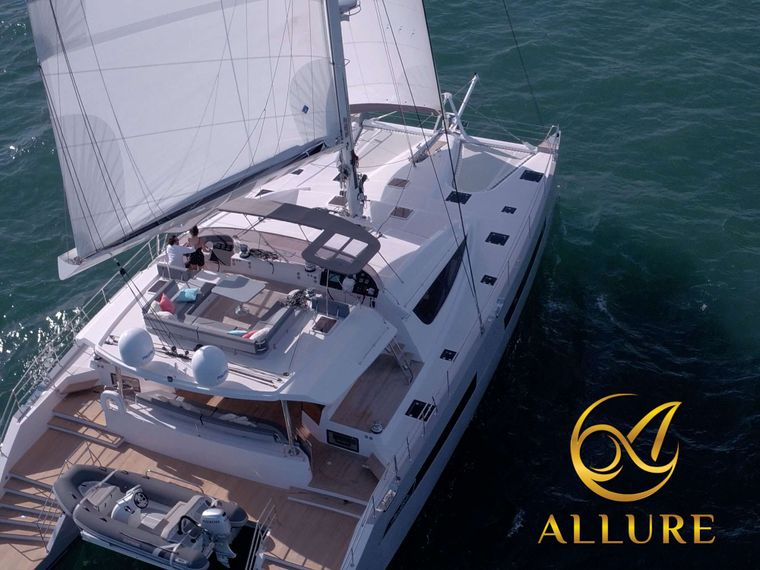 ALLURE 64 Yacht Charter - Salon