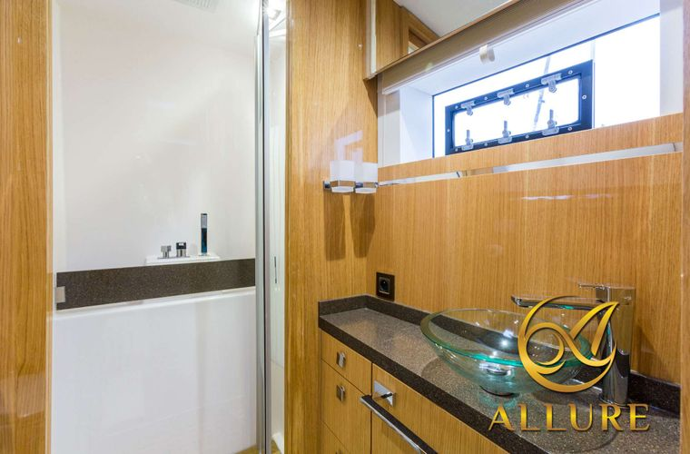 ALLURE 64 Yacht Charter - Flybridge