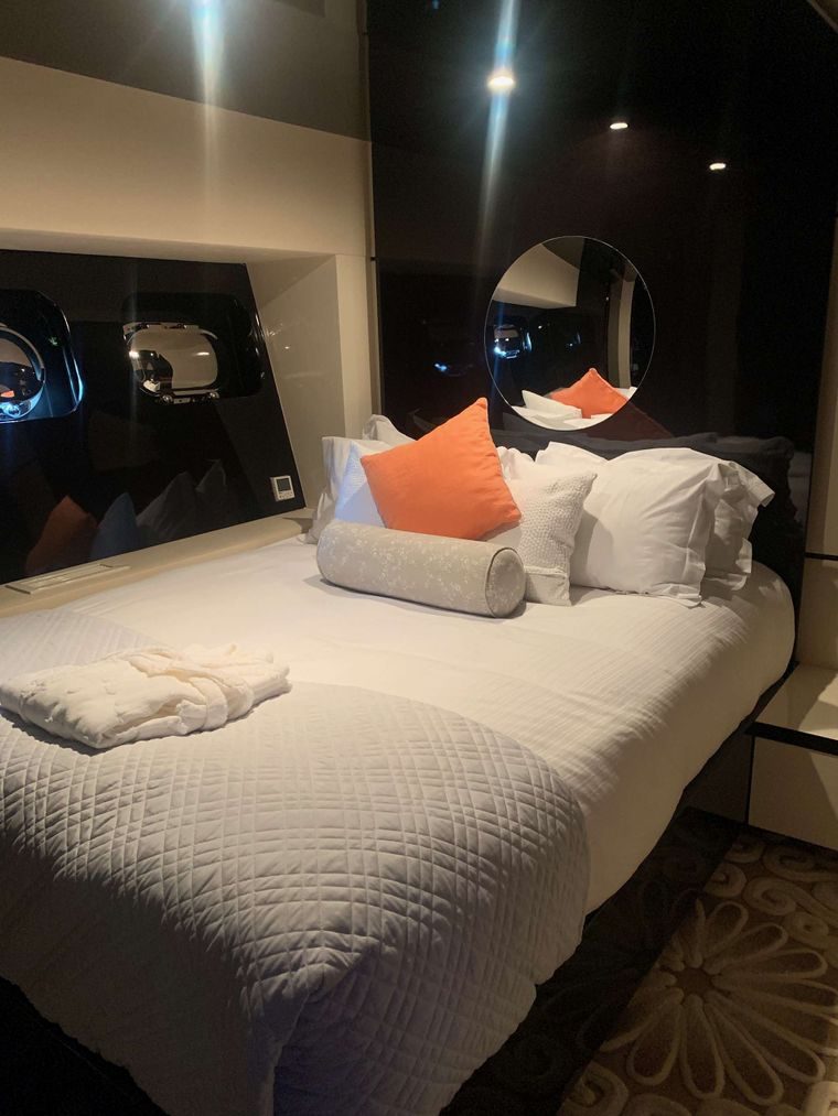 CLAREMONT Yacht Charter - Guest double cabin