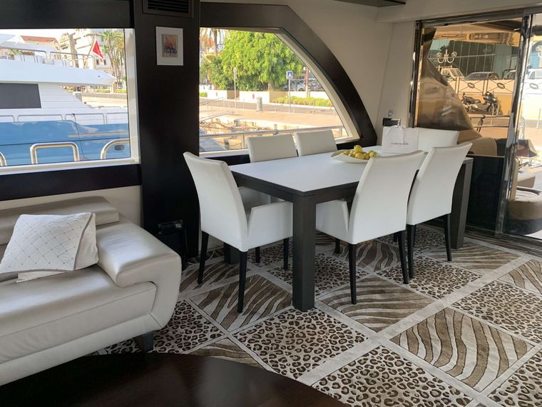 CLAREMONT Yacht Charter - Dining