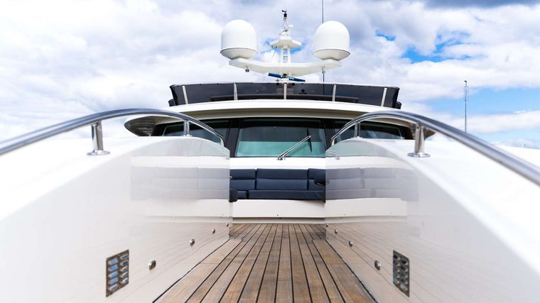iRama Yacht Charter - Bow seating