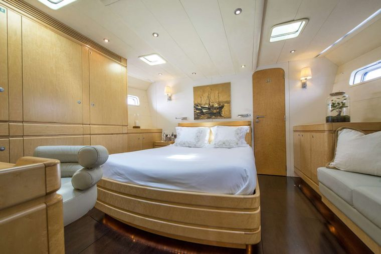 LADY 8 Yacht Charter - Master Cabin