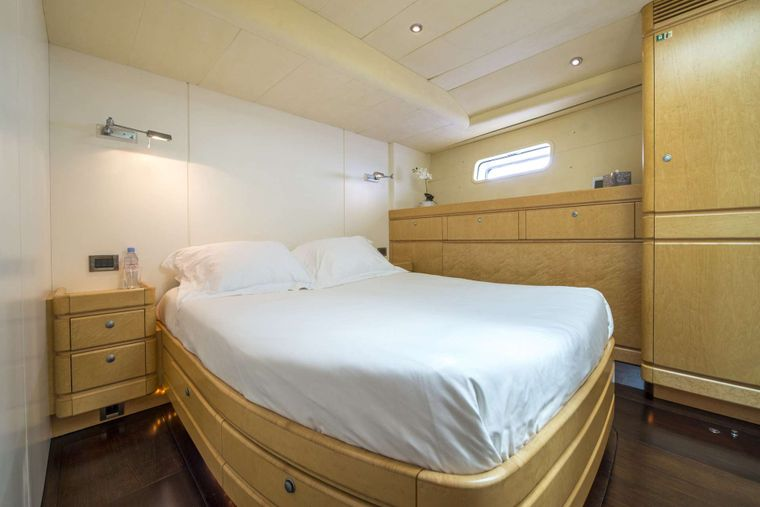 LADY 8 Yacht Charter - Double Cabin