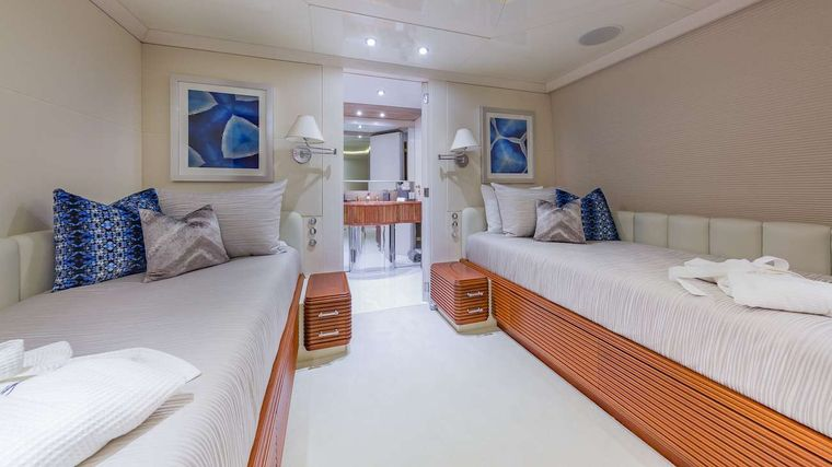 LADY S Yacht Charter - Twin Guest Cabin