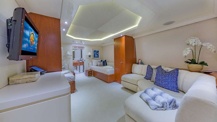 LADY S Yacht Charter - Twin Cabin Detail