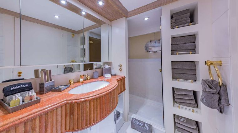 LADY S Yacht Charter - Twin Ensuite Bathroom