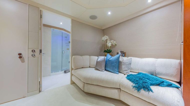 LADY S Yacht Charter - Queen Cabin Detail