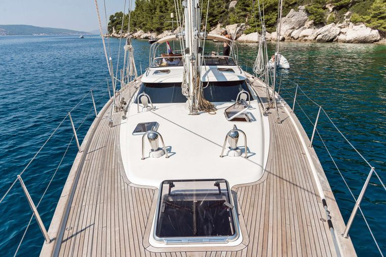 LUNULATA Yacht Charter - Looking Aft from the Bow