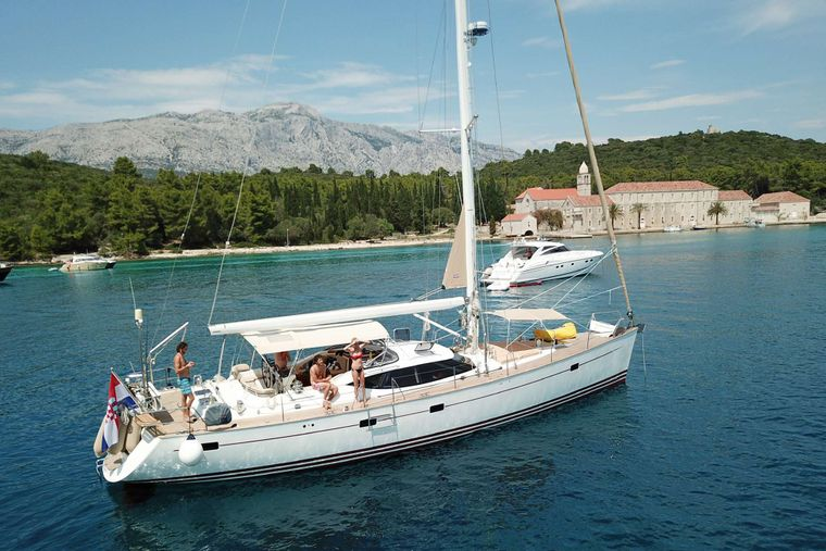 LUNULATA Yacht Charter - Lots of room on the top deck