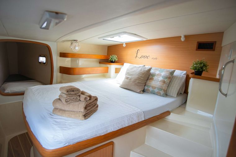 OUTBACK Yacht Charter - Forward Cabins