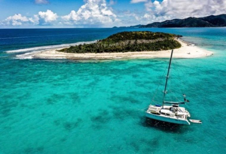 MAKIN' MEMORIES (Cat) Yacht Charter - Crystal clear waters