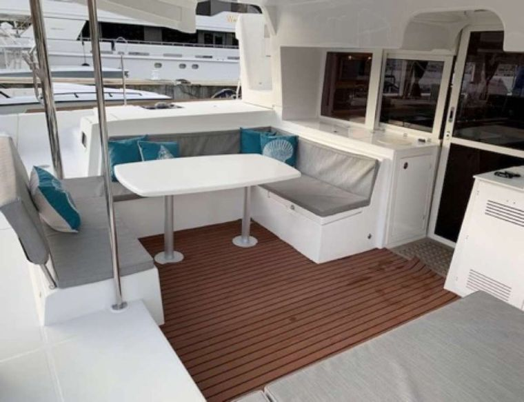 MAKIN' MEMORIES (Cat) Yacht Charter - Cockpit dining area