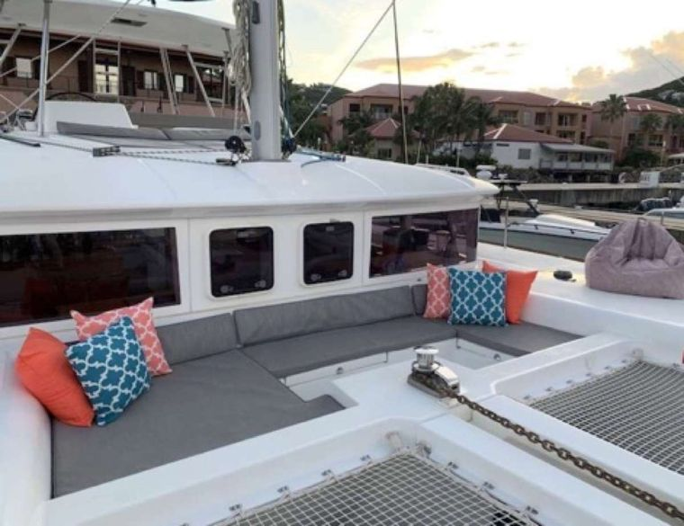 MAKIN' MEMORIES (Cat) Yacht Charter - Foredeck lounge area