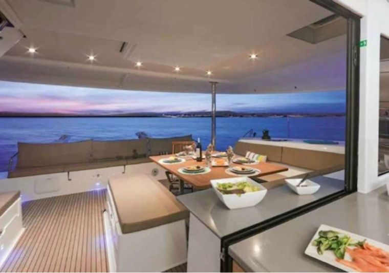 Sol Mates Yacht Charter - Champagne welcome!