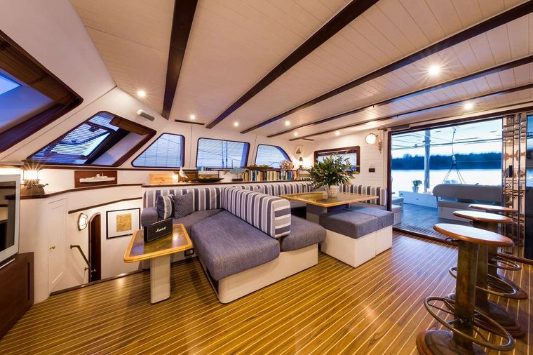 OMBRE BLU3 Yacht Charter - The salon - other view