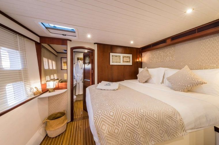 OMBRE BLU3 Yacht Charter - Guest stateroom portside