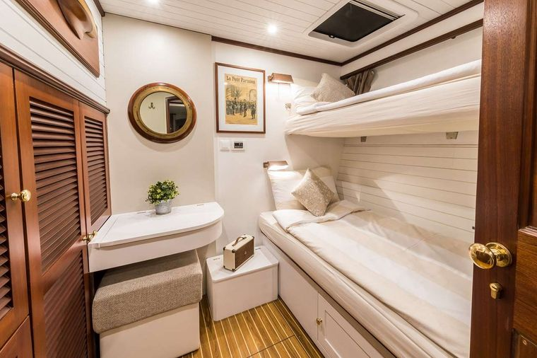 OMBRE BLU3 Yacht Charter - Twin bed stateroom portside