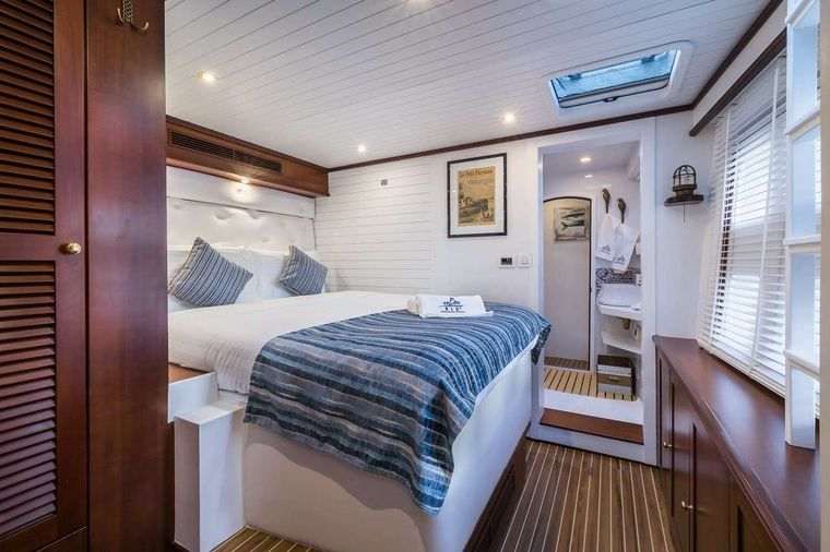 OMBRE BLU3 Yacht Charter - Guest stateroom -  starboard