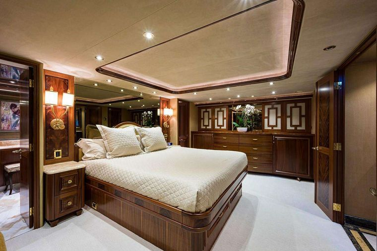 NOW OR NEVER Yacht Charter - Master Stateroom