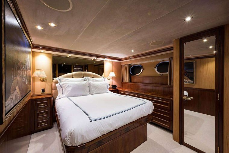 NOW OR NEVER Yacht Charter - Guest Stateroom