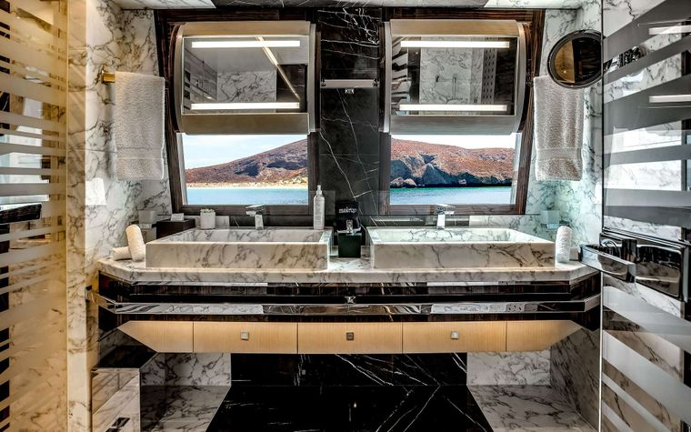 ODYSSEA Yacht Charter - Master ensuite