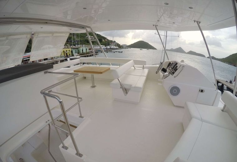 SOMEWHERE HOT Yacht Charter - Flybridge and helm station