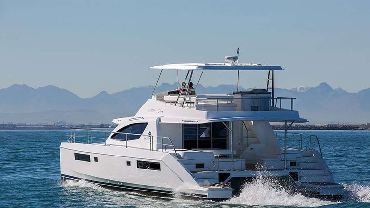 SOMEWHERE HOT Yacht Charter - Powering along