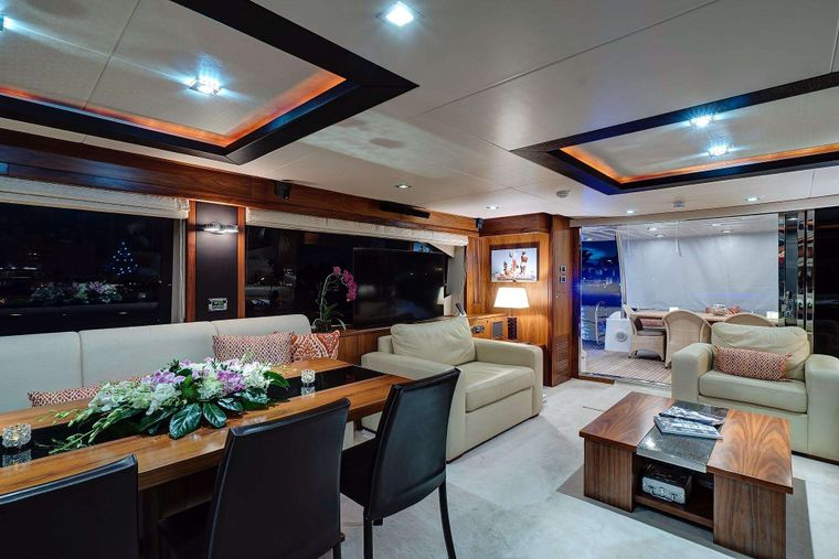 SPLASHED OUT Yacht Charter - Dinning