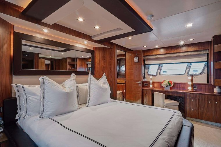 SPLASHED OUT Yacht Charter - Master