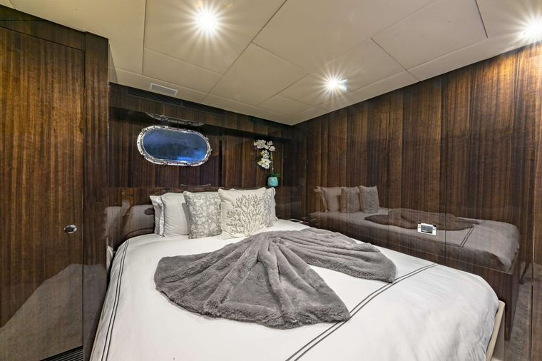 OCULUS Yacht Charter - Twin Stateroom #2 (Converted)