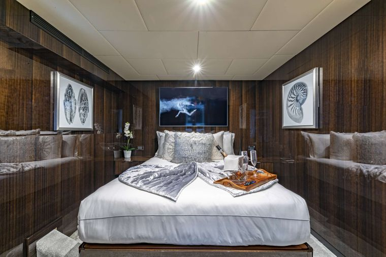 OCULUS Yacht Charter - Double Stateroom