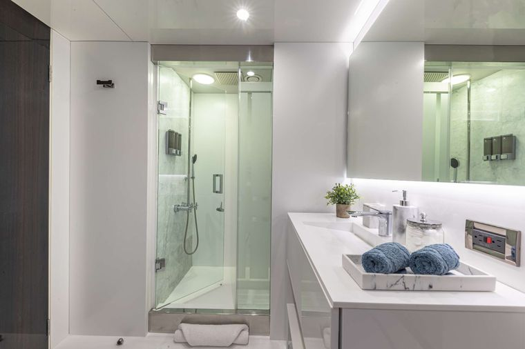 OCULUS Yacht Charter - Double Stateroom Ensuite