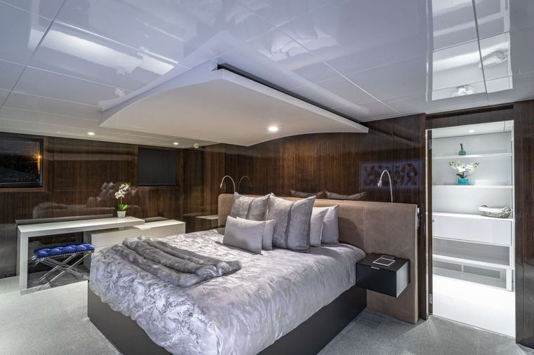 OCULUS Yacht Charter - Master Stateroom