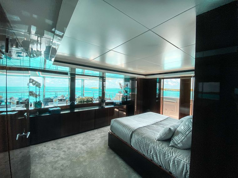 OCULUS Yacht Charter - VIP Stateroom