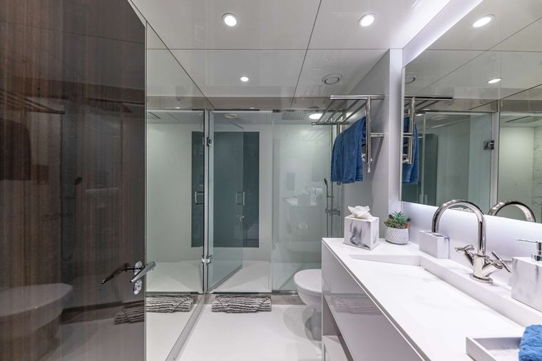OCULUS Yacht Charter - VIP Ensuite