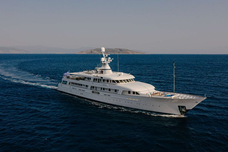 ITOTO Yacht Charter - Ritzy Charters