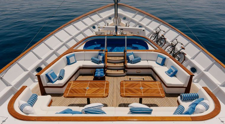 ITOTO Yacht Charter - Jacuzzi Deck