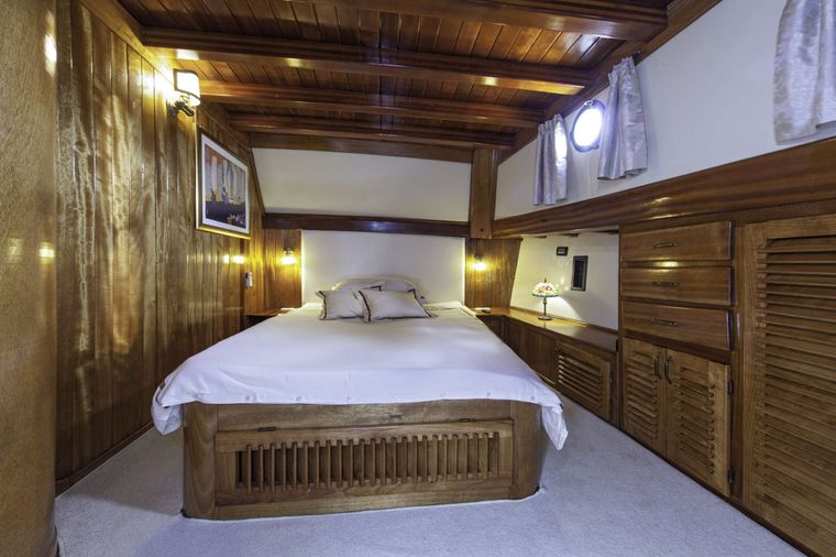 LIBRA Yacht Charter - One of two mirror Master cabins (bow)