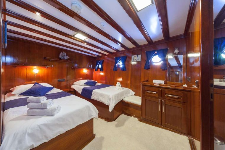 STELLA MARIS Yacht Charter - One of two mirror twin bed cabins