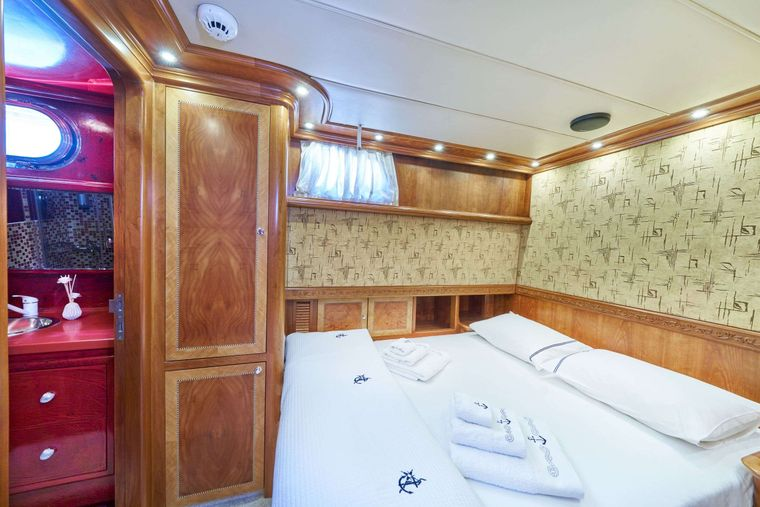 LOTUS Yacht Charter - Double cabin