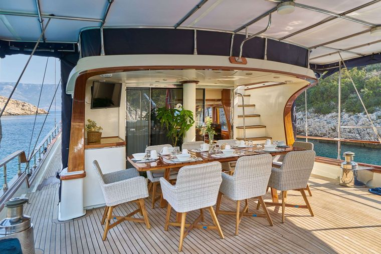 LOTUS Yacht Charter - Aft dining