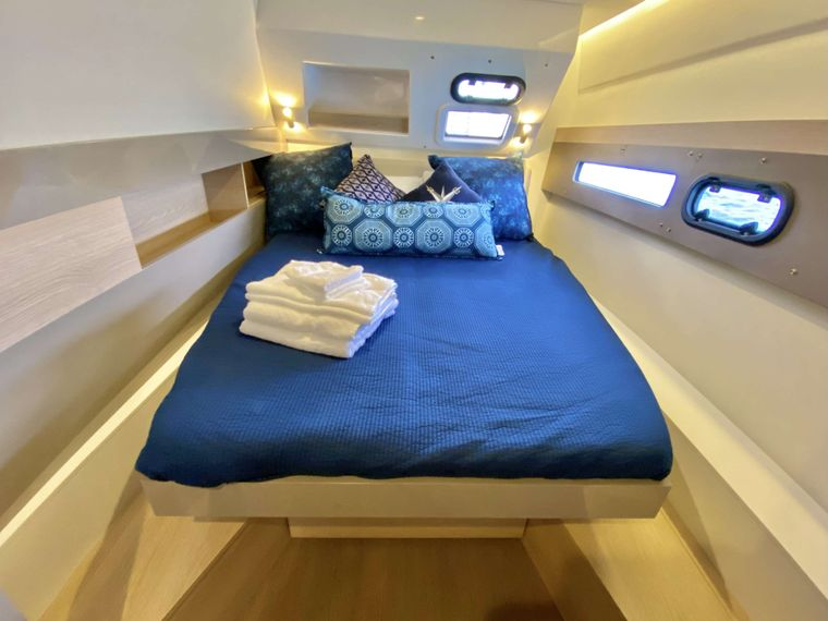 FREESTYLE Yacht Charter - Forward Cabins