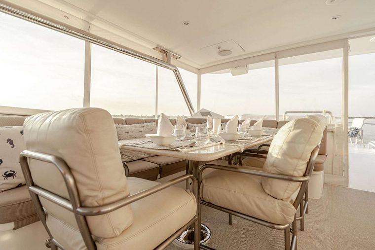 DARK HORSE Yacht Charter - Beautiful Flybridge Dining 6-8