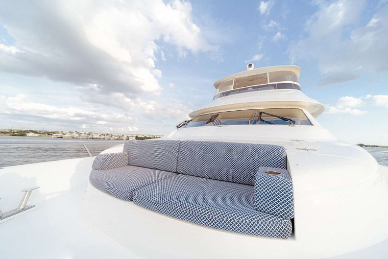 DARK HORSE Yacht Charter - Bow Seating