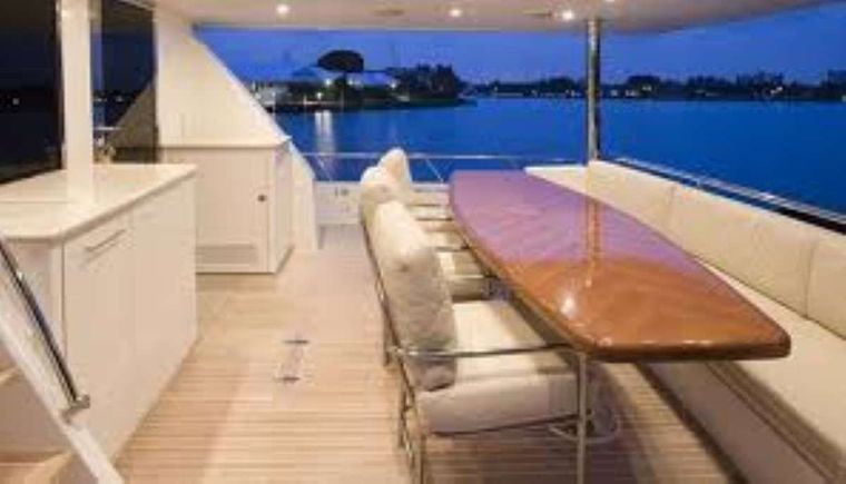 DARK HORSE Yacht Charter - Salon Seating for Eight