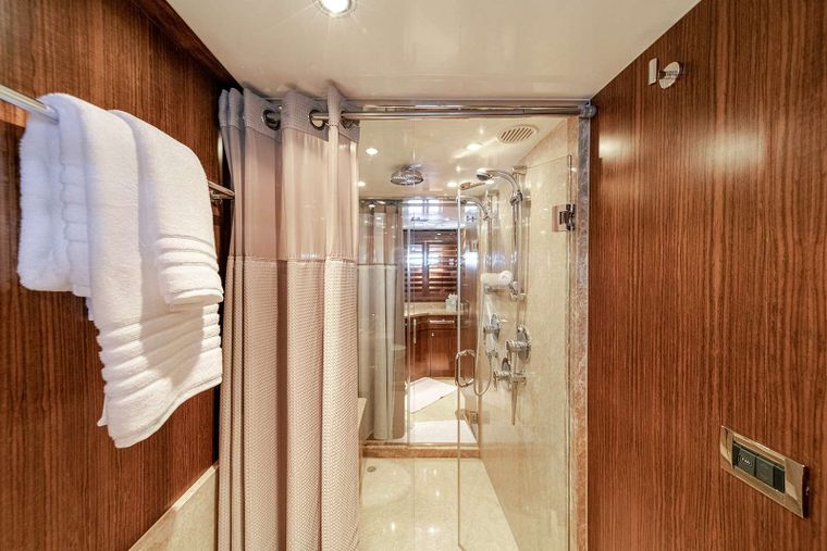 DARK HORSE Yacht Charter - Master His and Hers Head