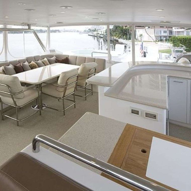 DARK HORSE Yacht Charter - Well Appointed Queen VIP