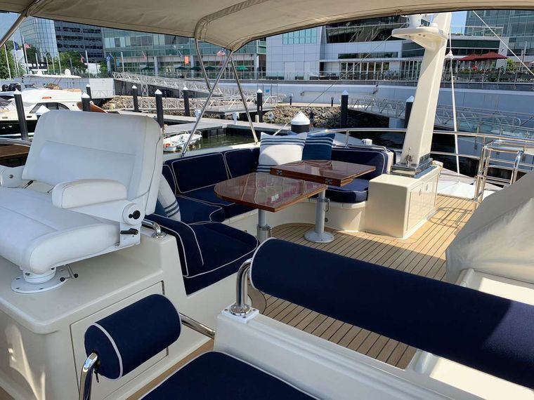 FALCON Yacht Charter - Flybridge Lounge - Cocktail Cruise
