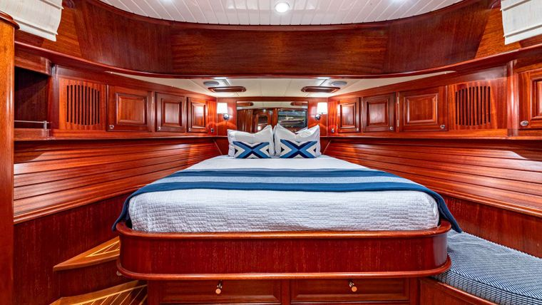 FALCON Yacht Charter - Master Stateroom
